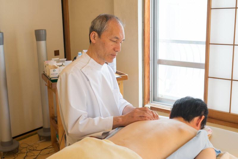 背中のコリに対する鍼治療