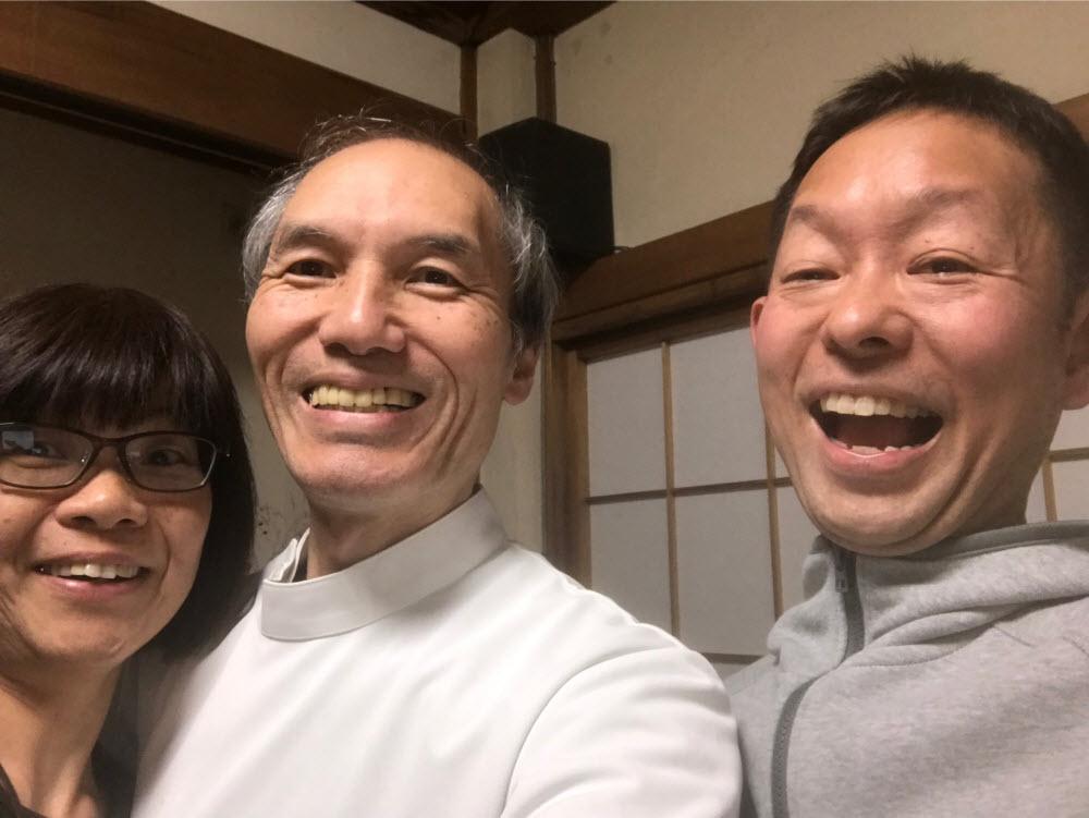三人の笑顔写真